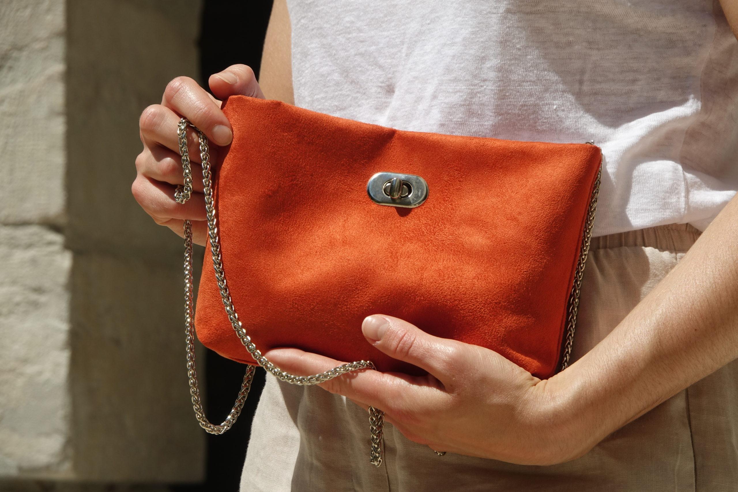 pochette orange avec fermoir