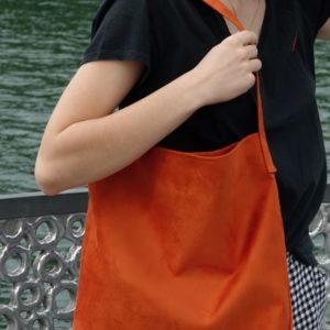 sac hobobag orange suedine aloee porté