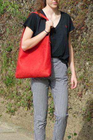 sac hobo bag suedine rouge Aloée porté