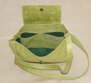sac avec bandoulière et rabat vert anis-vue intérieure