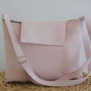sac avec bandoulière et rabat rose