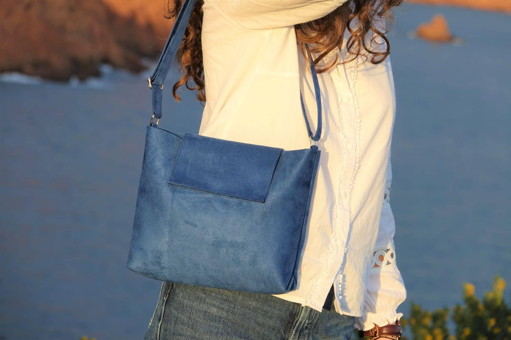 sac bandoulière suedine bleu Aloée