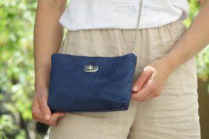 sac pochette suédine bleu marine aloée