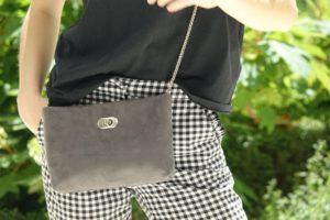 sac pochette suedine gris aloee