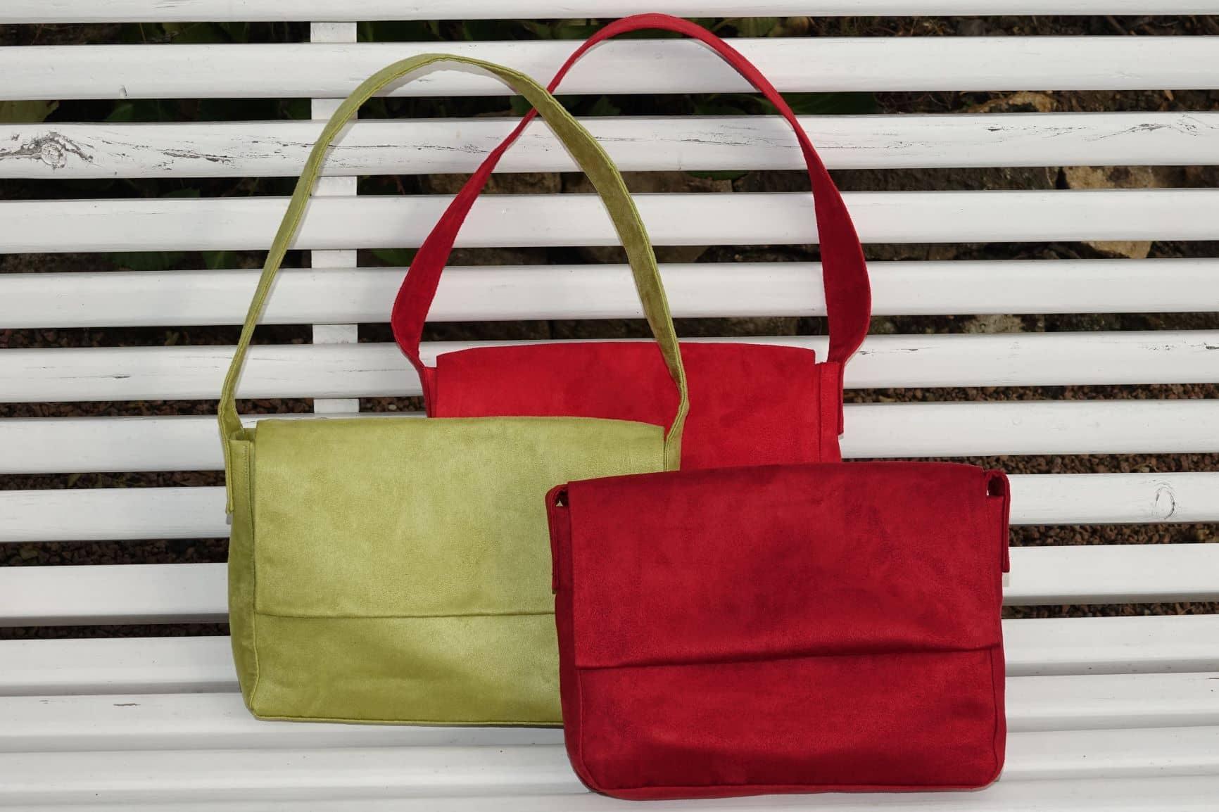 sac baguette suedine rouge vert anis Aloée